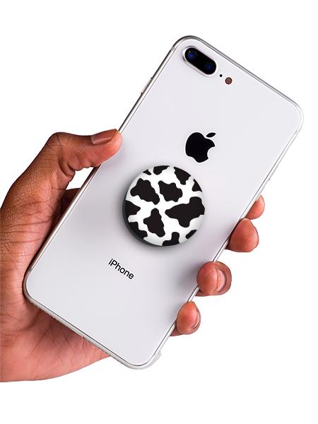 bílý popsocket s potiskem kraví vzor náhled na telefonu